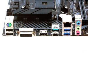 Das I/O-Panel beim ASUS TUF B450M-Plus Gaming in der Übersicht.