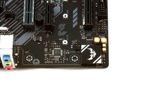 Der Audiobereich und der SuperI/O-Controller auf einem Bild.