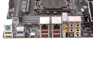 Das I/O-Panel beim Gigabyte X299 AORUS Gaming 7.
