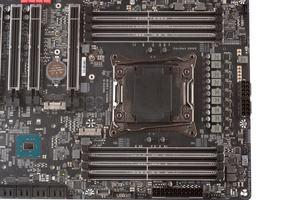 Ein 8+1-Phasen-VRM versorgt die LGA2066-CPU mit Strom.