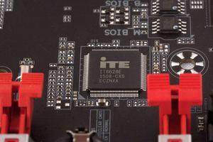 Ein SuperI/O-Chip ist absolut Pflicht.