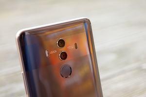 So heiß wie das Huawei Mate 10 Pro wurde im Volllasttest noch kein Smartphone, das Ergebnis ist die Drosselung des SoCs