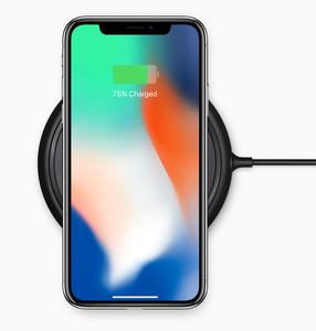 Das iPhone X liefert Apple trotz hohen Preises nur mit veraltetem Netzteil aus, für schnelleres Laden bittet man den Kunden erneut an die Kasse