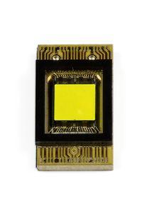 Der neue LED-Chip bietet 1.024 Lichtpunkte, die sich einzeln steuern lassen (©: Daimler)