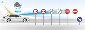 Die kamerabasierte Verkehrszeichenerkennung arbeitet insgesamt gut, aber nicht fehlerfrei (©: Mercedes-Benz)