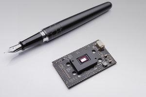 Im kompakten Modul befindet sich DLP-Technik mit rund einer Million Mikrospiegeln (Bild: Mercedes-Benz)