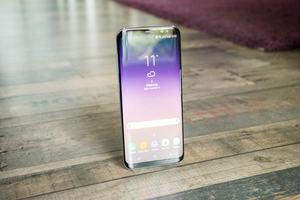 Das Display des Samsung Galaxy S8 bietet eine ausreichende Helligkeit und gute Farbdarstellung, zudem ist es HDR-zertifiziert