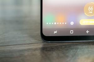 Auf allen vier Seiten des Samsung Galaxy S8 fallen die Ränder des Displays sehr schmal aus