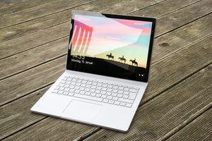 Nur im Freien kann das Display des Microsoft Surface Book 2 nicht immer überzeugen - alle anderen Aspekte gefallen