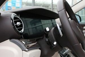 Für das Widescreen Cockpit verlangt Mercedes-Benz rund 1.000 Euro zusätzlich