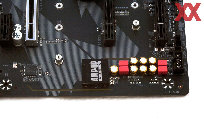 Rechts der Audio-Bereich; links der Intel-LAN-Controller