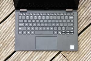 Tastatur und Touchpad des XPS 13 2-in-1 bieten kaum Schwächen, der Fingerabdrucksensor unterstützt Windows Hello
