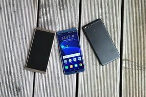 Die Technik des Mate 10 Pro (links) trifft auf das Äußere des Honor 7X (rechts) - fertig ist das Honor View 10