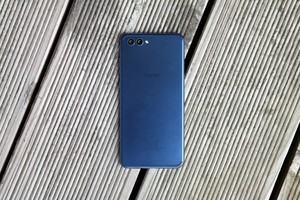 Kirin 970 und ein schnelles LTE-Modem kennt man vom Mate 10 Pro, das Honor View 10 weicht bezüglich Audio-Buchse und USB aber ab
