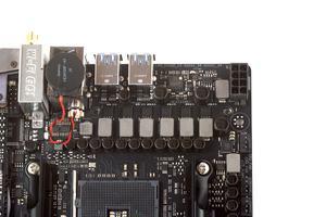 Ein 6+1-Phasen-Design versorgt die AM4-CPU mit Strom.