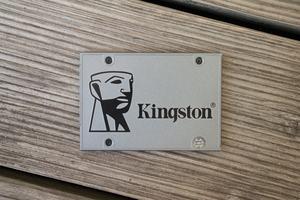 Im Innern der Kingston UV500 stecken 3D-NAND-Flash von Toshiba sowie ein nicht ganz aktueller Controller von Marvell