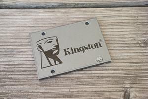 Vor allem der Preis macht die Kingston UV500 im Zusammenspiel mit den Sicherheitsfunktionen interessant, die Leistung überzeugt größtenteils nicht