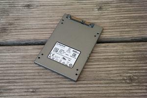 Kingston bietet die UV500 in drei Formaten - 2,5 Zoll, M.2, mSATA - und als Upgrade-Kit an