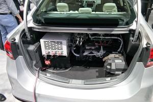 Wird der Gestzesentwurf verabschiedet, ist der Fahrer auch für Fehler des autonomen Fahrzeugs verantwortlich (Bild: Autonomer Ford Fusion auf der CES 2017)