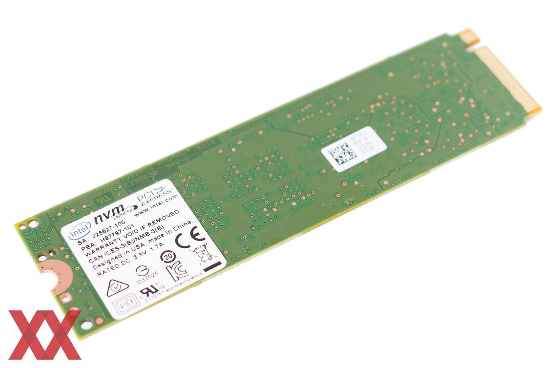 Die Rückseite der Intel SSD 600p ist unbestückt.
