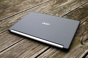 Acer setzt beim Aspire 5 vor allem auf Kunststoff, nur das C-Cover besteht aus Metall