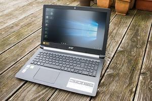 Der 48 Wh fassende Akku des Acer Aspire 5 sorgt für teils gute Laufzeiten, das Ladegerät ist allerdings zu schwach ausgefallen