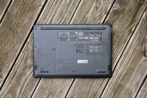 Acer macht den Zugriff auf die Innereien des Aspire 5 leicht
