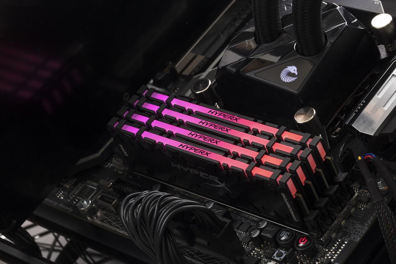 Zwei HyperX Predator Module (DDR4) als Kit im eingebauten Zustand während des Betriebs