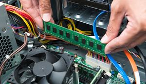 Der Einbau eines DDR3-UDIMMs auf ein Desktop-Mainboard