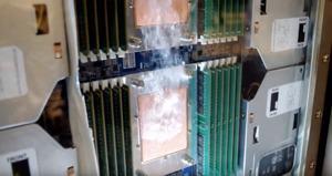Gigabyte und 3M demonstrieren Zweiphasen-Flüssigkeitskühlung