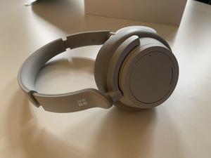 Microsoft zeigt die Surface Headphones und das Surface Studio 2