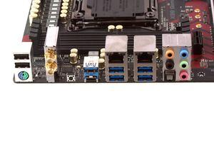 Das I/O-Panel beim ASRock X99 Professional Gaming i7.