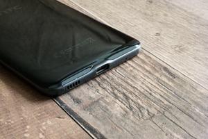 Auch beim U Play setzt HTC auf USB Typ-C, dahinter steckt aber nur USB 2.0