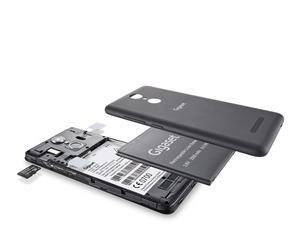 Das Gigaset GS170 bietet Platz für zwei SIM-Karten und eine microSD-Karte, der Akku ist einfach austauschbar