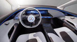 Der Innenraum des Generation EQ wird vo großen Display dominiert, Schalter soll es nicht mehr geben (©: Mercedes Benz)