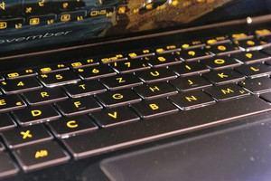 Die Tastatur des ZenBook 3 bietet einen zu geringen Hub, dafür aber eine gute Beleuchtung