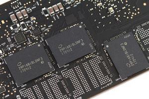 Die Intel Optane SSD 900P setzt auf 3D-XPoint-Speicher.