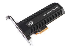 Die Intel Optane SSD 900P besitzt ein PCI-Express-Interface und kann auf halbe Bauhöhe umgerüstet werden, eine entsprechende Slotblende liegt bei.
