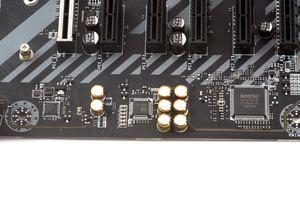 Von links nach rechts: LAN-Controller, Audio-Codec und SuperI/O-Chip.