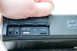 Musik akzeptiert der iRoar Go per Bluetooth, Audio-in, Micro-USB oder microSD-Karte