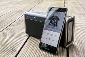 Gesteuert wird der iRoar Go über die zwölf Tasten oder in Teilen per Smartphone