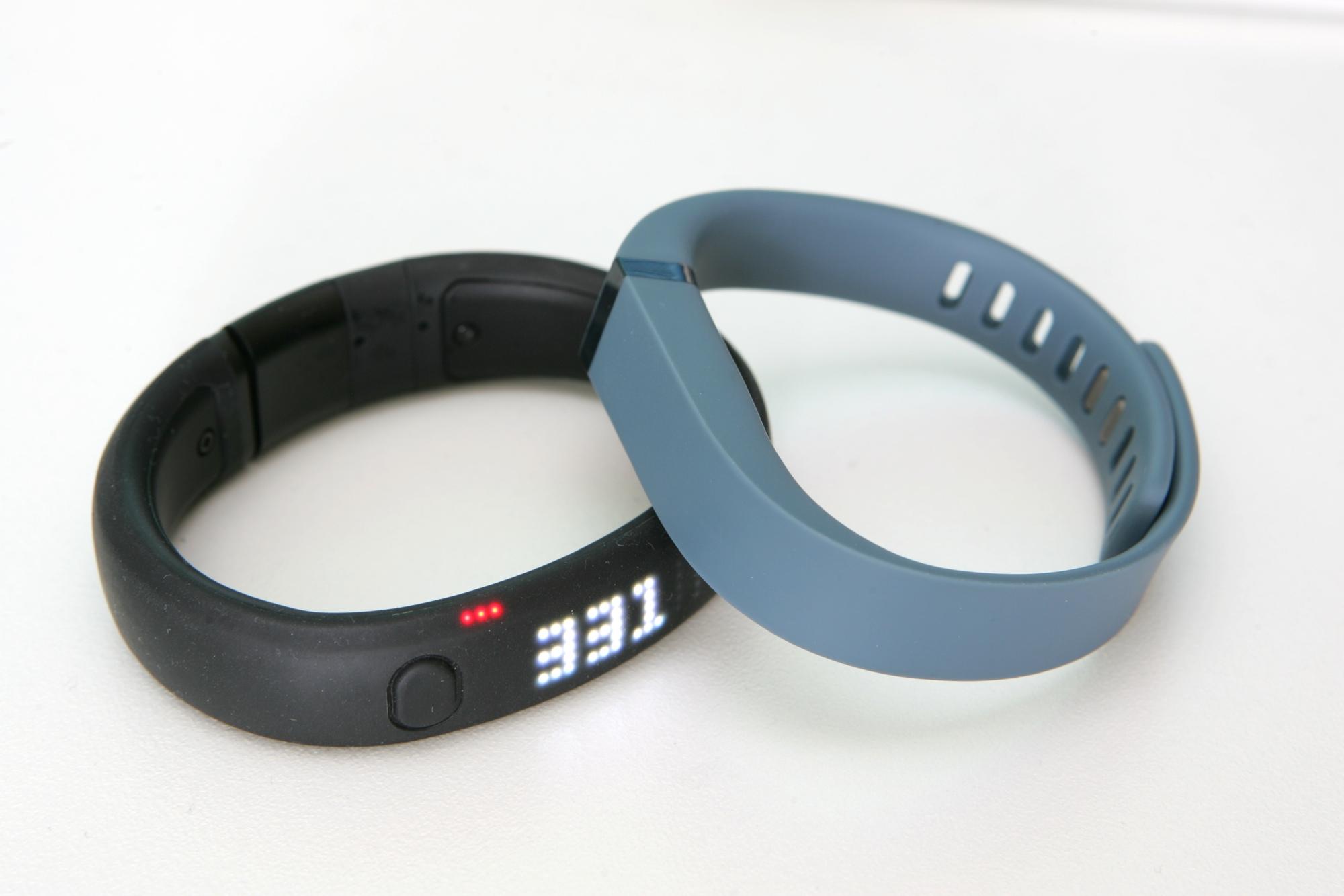 Тест и обзор: Fitbit Flex и Nike+ Fuelband SE - браслеты ...
