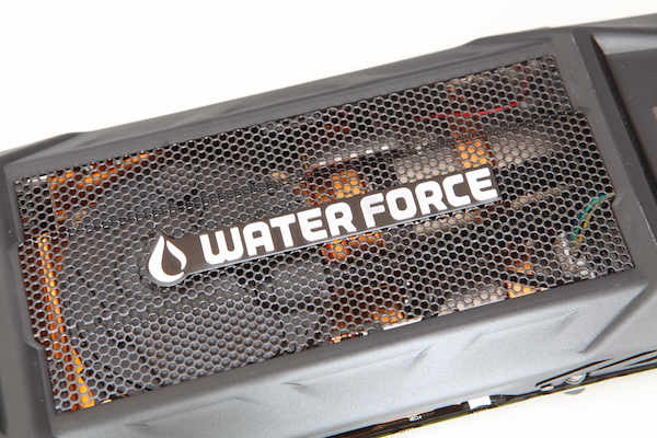 Gigabyte GeForce GTX 980  WaterForce 3-Way-SLI Kit