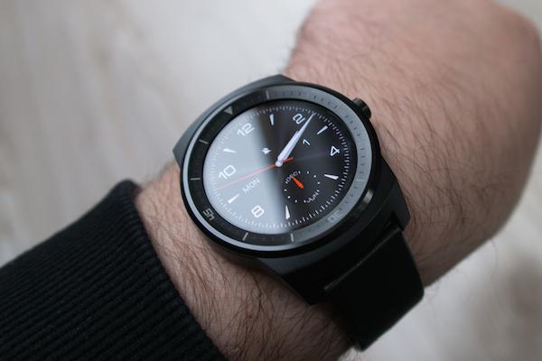 Ни одна другая модель часов на Android Wear не приблизилась так к классическим наручным часам