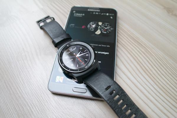 Как обычно: без подключенного смартфона G Watch R работают как обычные часы