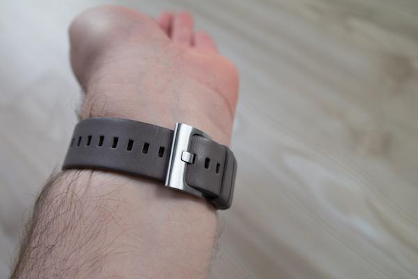Ремешок сменный, также доступна версия часов со стальным браслетом
