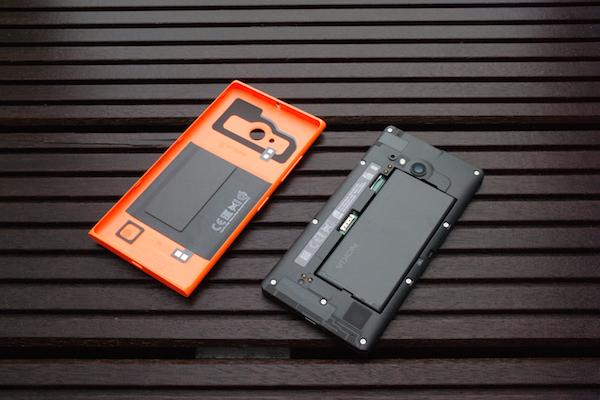 Интерьер смартфона: за съёмным аккумулятором скрываются технологии среднего уровня