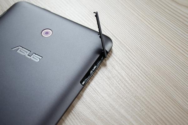 Слоты для карт SIM и micro-SD: память у фаблета ограничена, так что возможность расширения как нельзя кстати