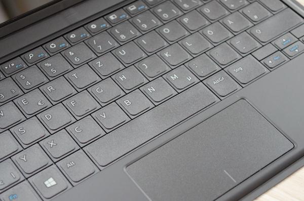 Док-клавиатура Slim: весит немного, но набирать не очень комфортно