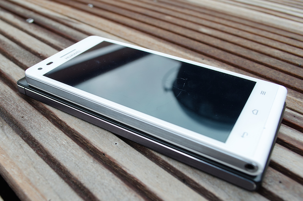 Знакомый дизайн: Ascend G6 напоминает по стилю Ascend P7 (внизу)